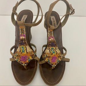 Steve Madden brown multi-colored beaded wedges